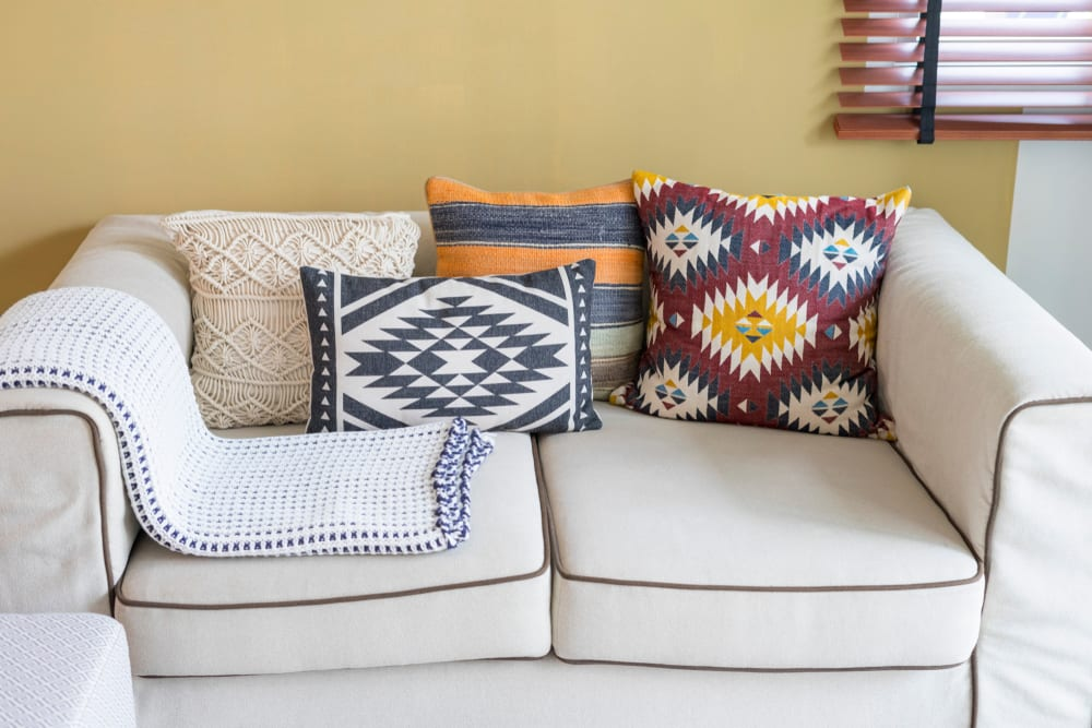 accent-throws